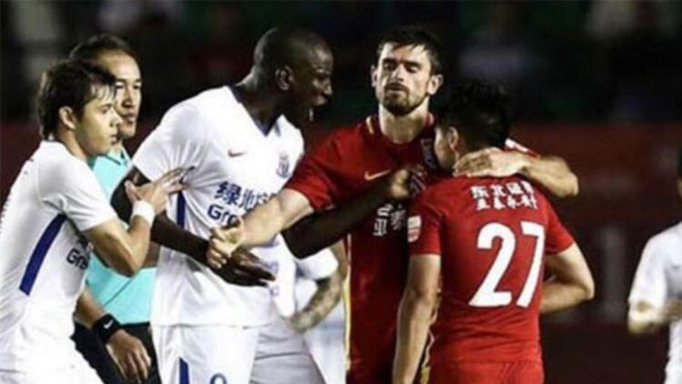 Demba Ba çılgına döndü! Çin'de olay var!