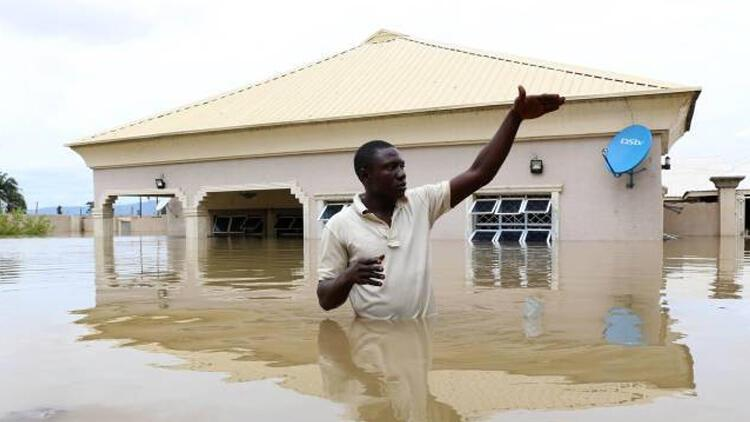 Nijerya'da seller binlerce insanı evsiz bıraktı