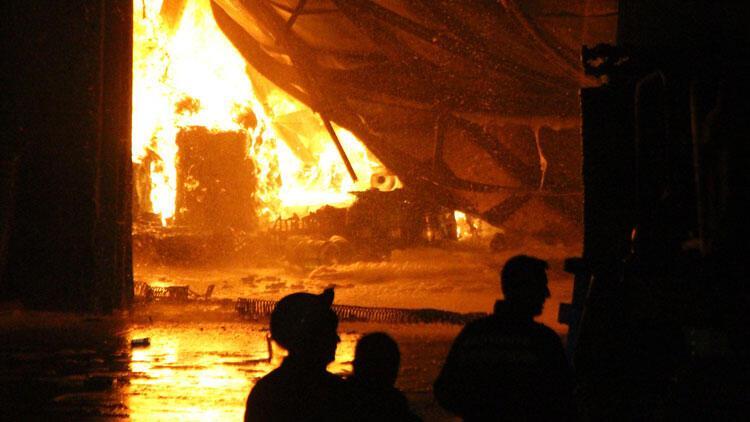 Bolu'da su dolum fabrikası alev alev yandı