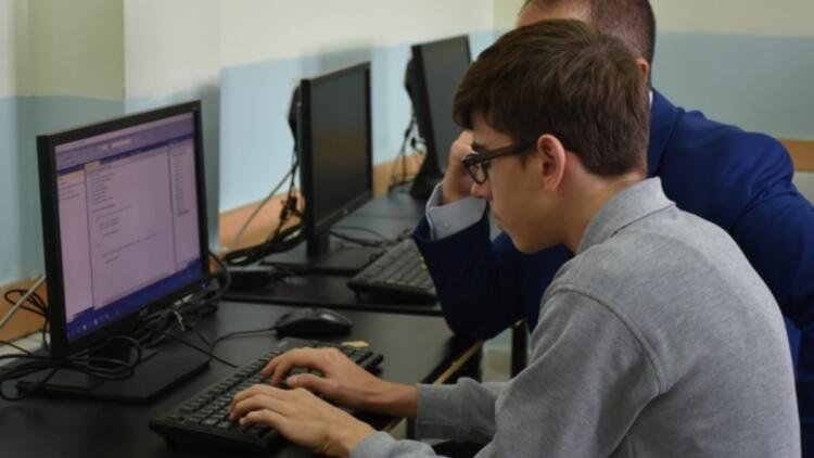 Lise öğrencisi yazılım firmasına kızdı, program geliştirdi