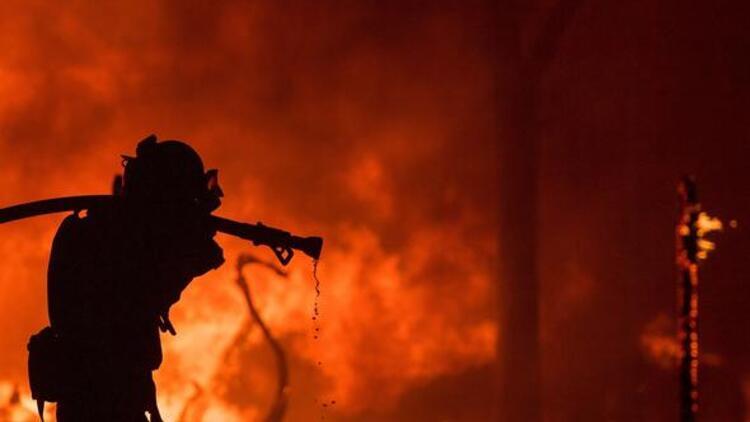 Filipinler'de yangın: Yüzlerce ev kül oldu