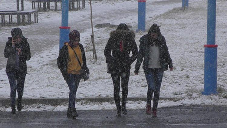 İki kentte eğitime kar tatili