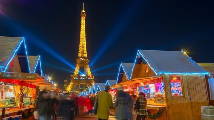 Noel pazarlarıyla büyüleyici Paris!
