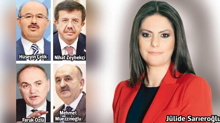 AK Parti'li eski bakanlar sahaya