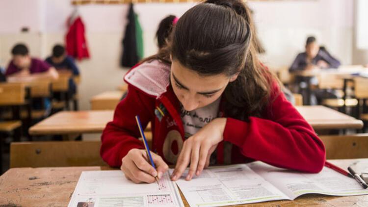 MEB dört beceride Türkçe sınav yapacak