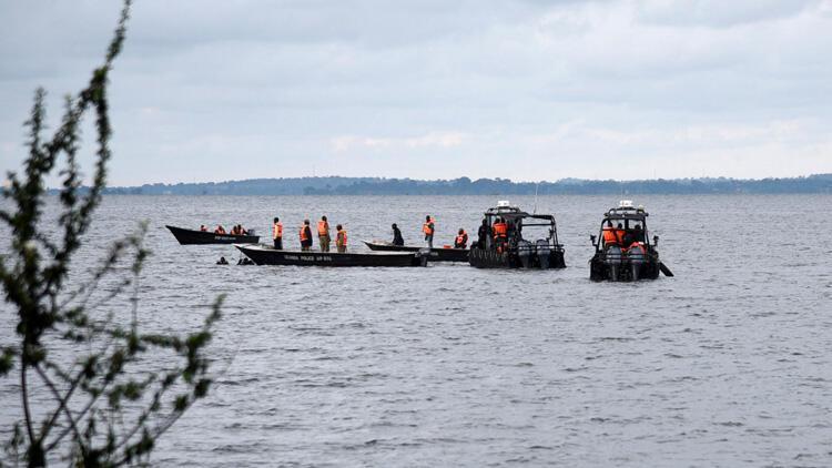 Uganda'da yolcu teknesi battı