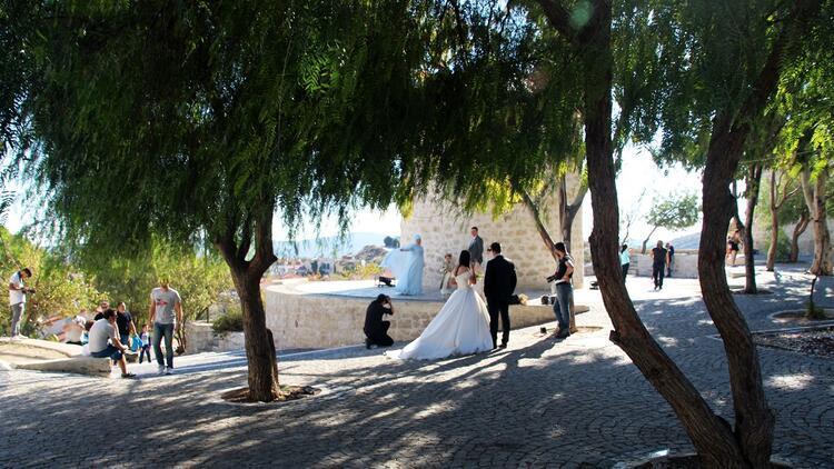 Evlenen çiftlerin yeni dış çekim platosu: Alaçatı