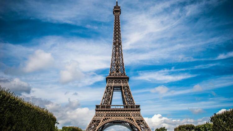 Eyfel Kulesi'nin merdivenin bir parçası 169 bin Euroya satıldı