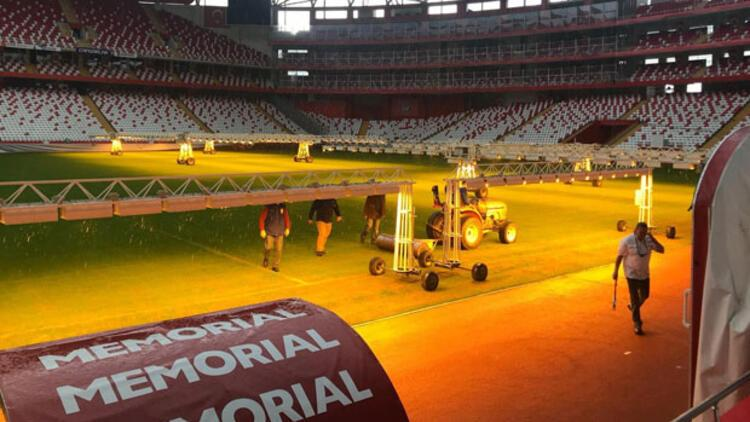 Antalya Stadının zemini Göztepe maçına hazır