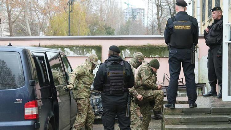 Rusya gözaltındaki Ukrayna askerlerini tutuklamaya devam ediyor