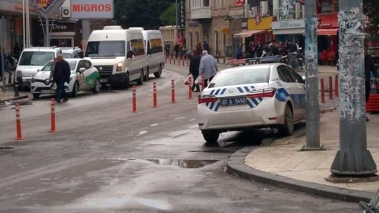 Kaldırıma park eden trafik polisine ceza