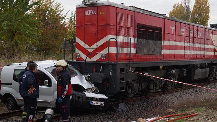 Feci kaza Tren otomobili biçti
