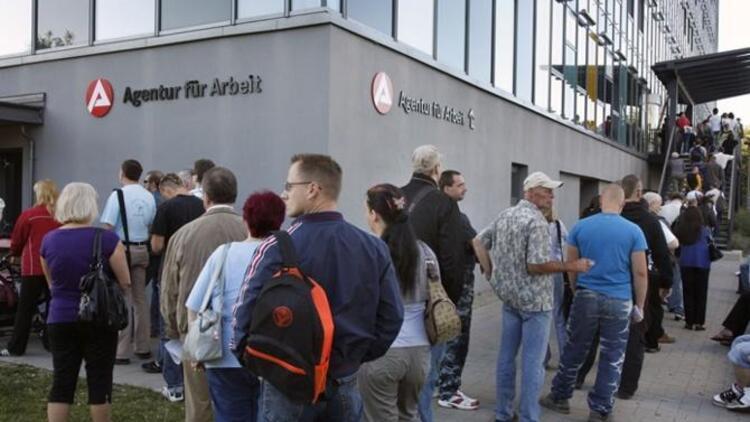 Almanyada işsizlik kasımda rekor seviyeye düştü