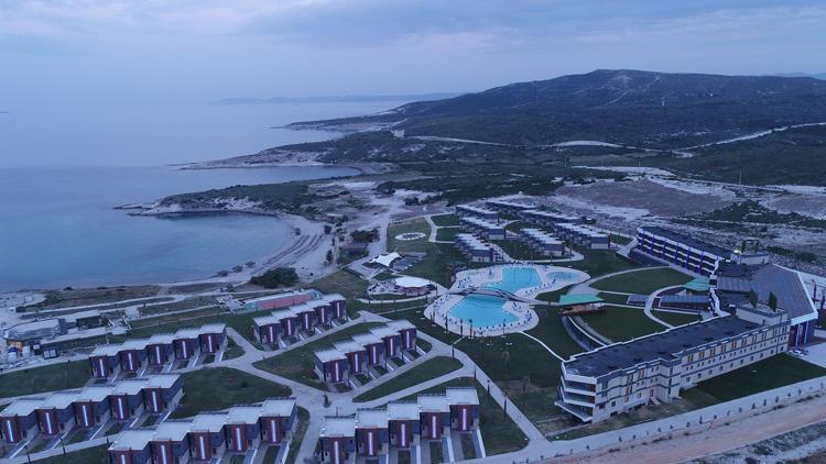 Yılmaz, Alaçatıdaki dev otelini 200 milyon Euroya satıyor
