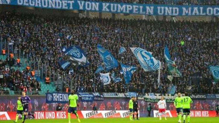 Schalke tribünlerinde kadın taraftara cinsel saldırı