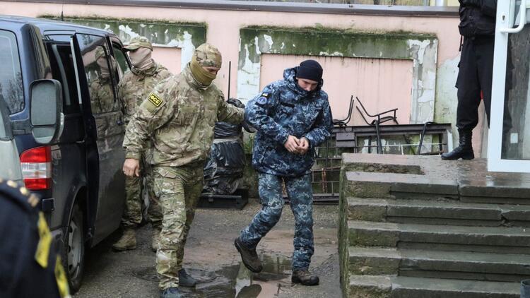 Rusya, Ukraynalı denizcileri Moskovadaki bir hapishaneye götürdü