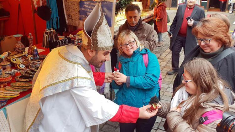 Noel Baba Türk lokumu dağıttı