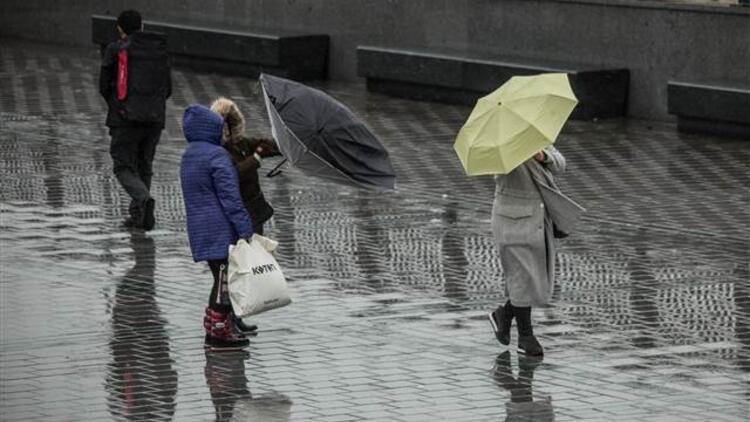 İstanbullular dikkat! Yağış yarın öğleye kadar devam edecek