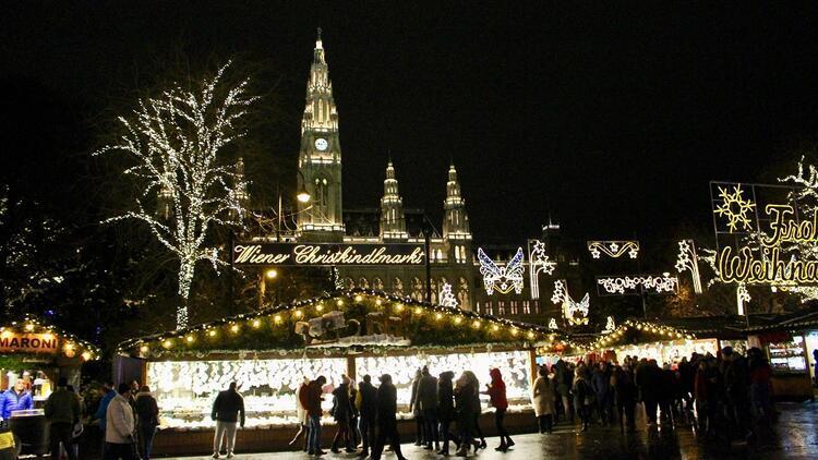 Işıltılı Noel pazarları ve yılbaşı valsiyle Viyana...