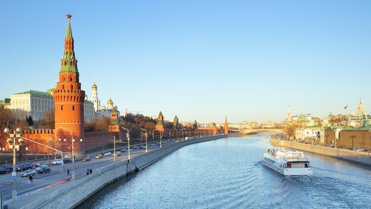 Kızıl Meydan ve Kremlin Moskova'sı...