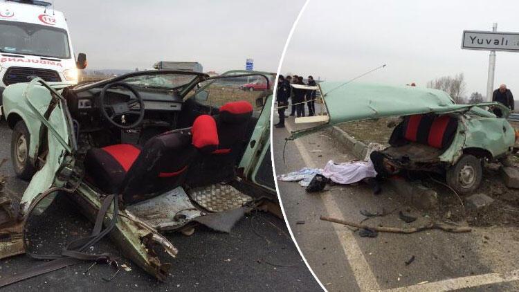 Ciple çarpışan otomobil ikiye bölündü: 1 ölü, 2 yaralı