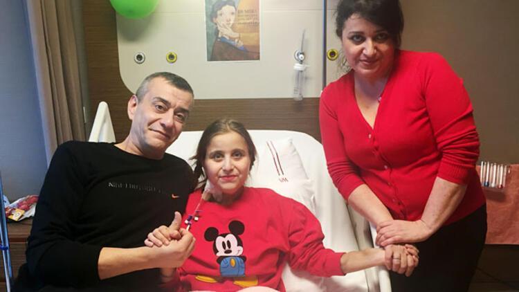 Annesinin böbreği babasının karaciğeriyle hayat buldu
