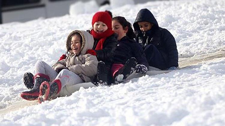 Bugün okullar tatil mi? O illerde eğitime kar engeli