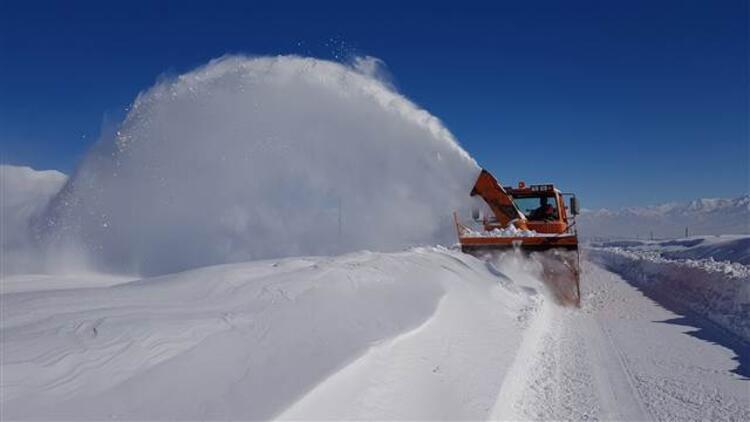 Bingöl ve Elazığ'da 56 köy yolu kapandı