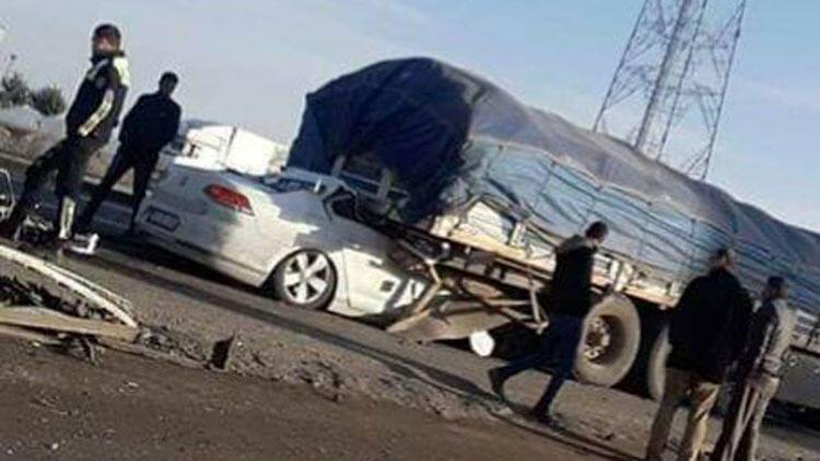 Otomobil tırın altına girdi! Feci ölüm...