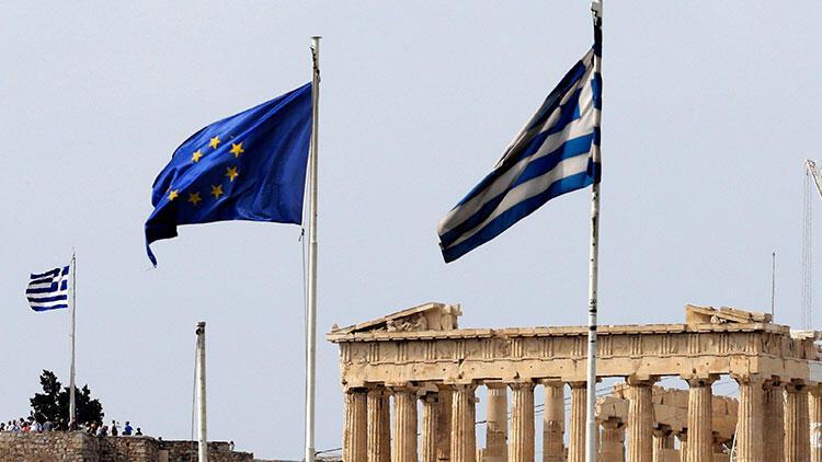 Yunanistan'da bir asker ve İngiliz'e casusluk suçlamasıyla gözaltı