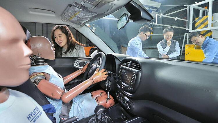 Hyundai'den birden fazla çarpışmaya dayanabilen hava yastığı