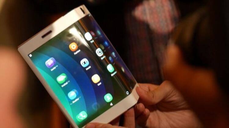 Lenovo bu kez ekranı katlanabilen tabletiyle geliyor