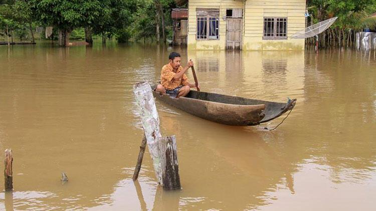 Endonezya'da sel ve heyelan 26 can aldı