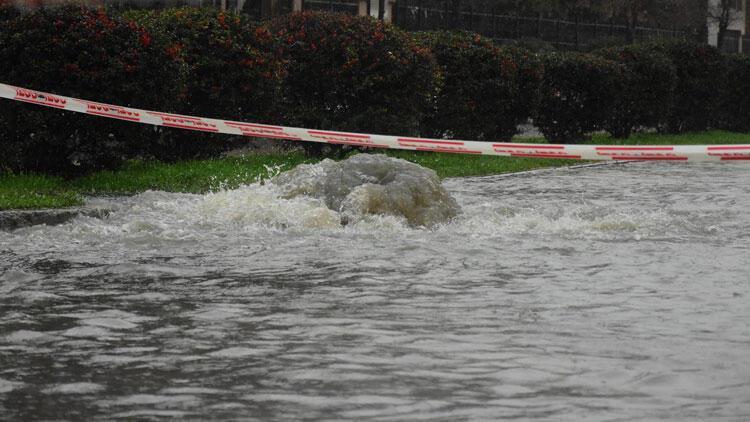 Şiddetli yağmur felaketi yaşattı! İzmir ve Manisa'da rekor...