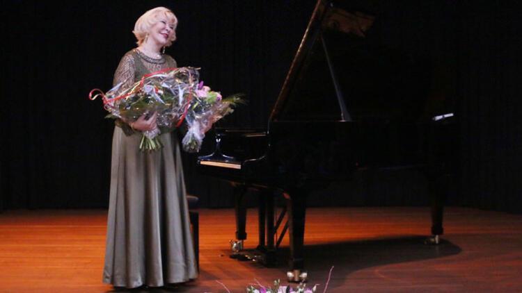 Gülsin Onay'dan Köln'de klasik müzik konseri