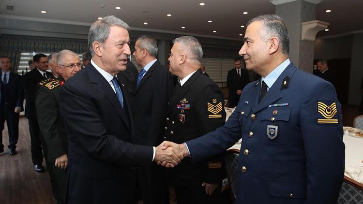 Son dakika: Milli Savunma Bakanı Hulusi Akar'dan astsubaylara müjde