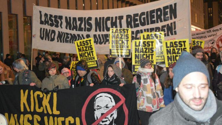 5 bin Avusturyalıdan 'nazilerin ve zenginlerin hükümeti kahrolsun' gösterisi