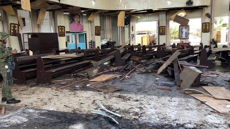 Son dakika... Filipinler'de kiliseye saldırı