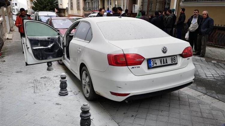 Kadıköy'de şok olay...'Ters duruyor' diye aracı ateşe verdi