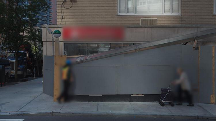 New York'ta metro merdivenlerinden düşen anne öldü