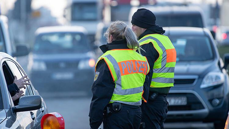 Son dakika... Almanya'da saldırı hazırlığındaki 3 kişi yakalandı