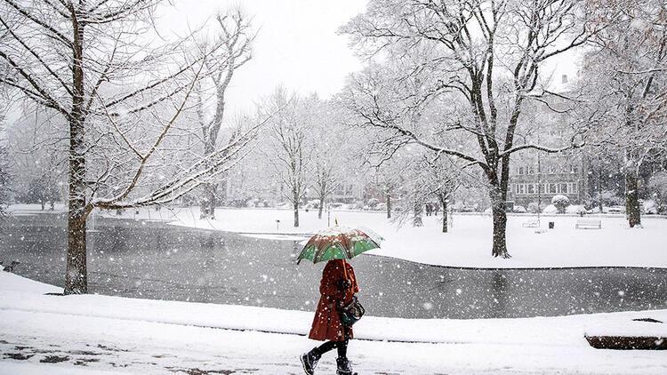 Kar Almanya'da hayatı felç etti
