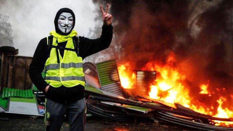 Fransa'daki eylemcilere kötü haber! Hapis ve para cezası...