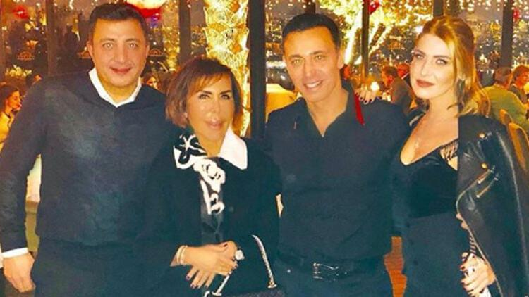 Aşıklar İstanbul gecelerinde... Sevgilisini arkadaşlarıyla tanıştırdı