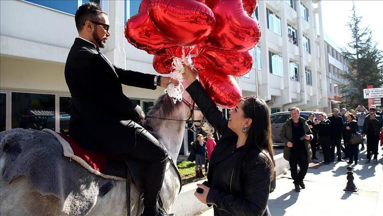 Sevgililer Günü'nden 9 milyar lira ciro beklentisi