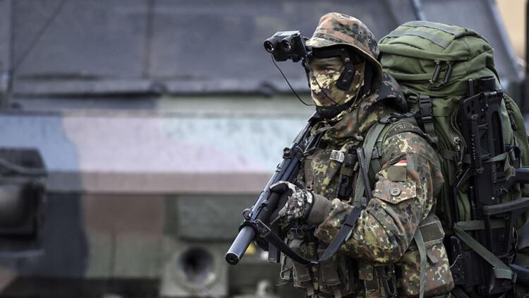 Almanya'nın Müslüman askerleri kefenlerini yanında taşıyor