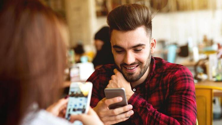 Sevgililer Günü'nün hediyesi akıllı telefon oldu