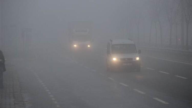 Yoğun sis, TEM'de görüş mesafesini 30 metreye kadar düşürdü