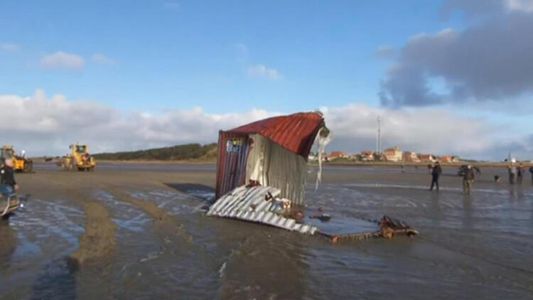 Almanya'da yolcu gemisiyle yük gemisi çarpıştı