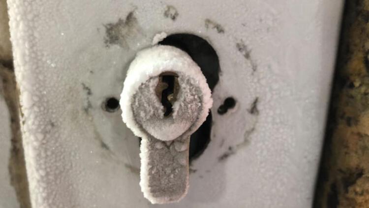 Kars buz kesti... Termometreler eksi 20'yi gösterdi